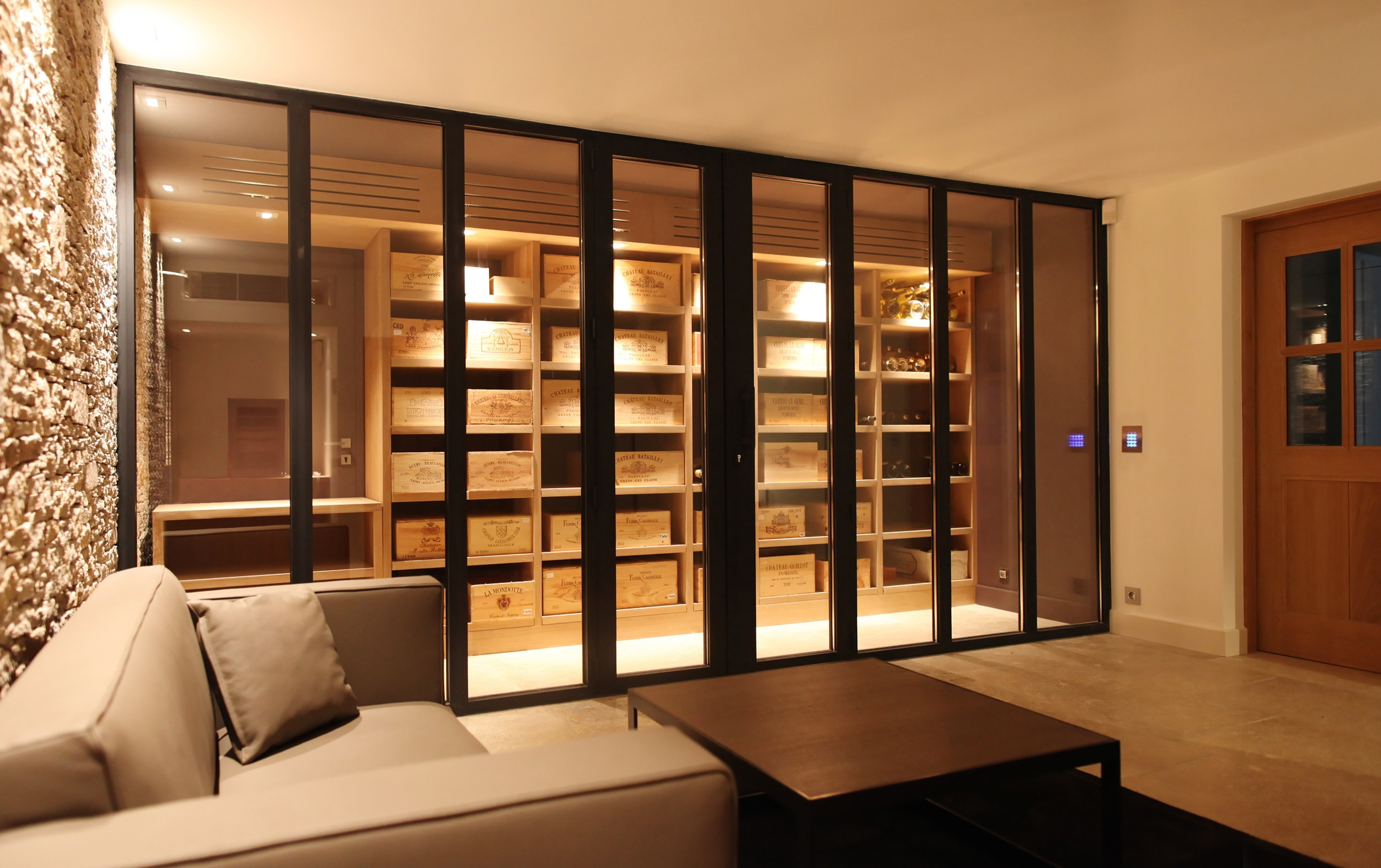 comment amenager une cave a vin maison design. Black Bedroom Furniture Sets. Home Design Ideas