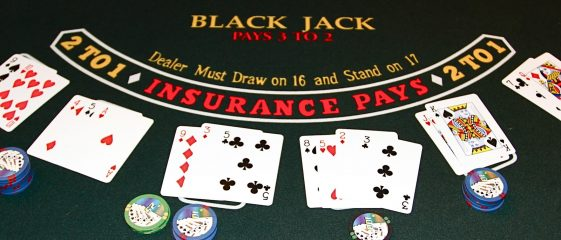 Blackjack: internet ou dans un casino réel?